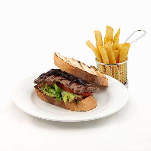 Steak Sandwich with Chips
